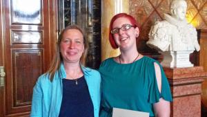 © Katrin Steinberg, Lehrerin Frau Whyte mit Bianca Wöhlke