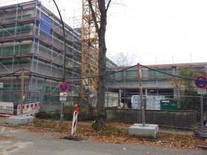 Hinrichsenstraße mit Dach und Fenstern
